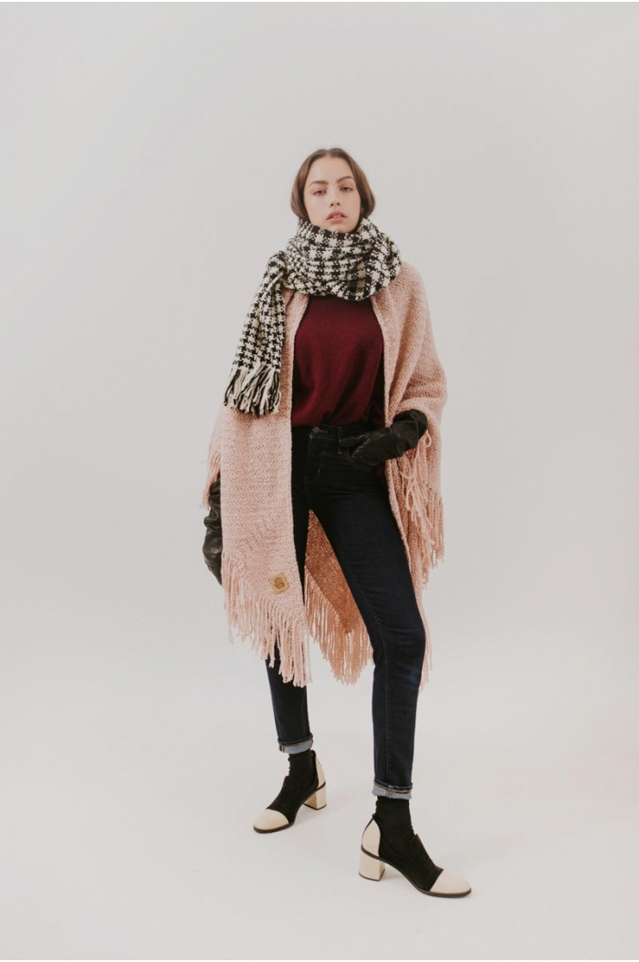 Huella Fringed Wrap in Rose