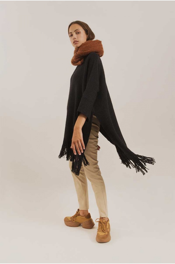 Poncho With Sleeves Silky in Black