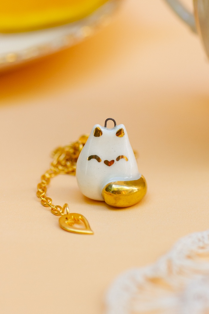 White Round Cat Necklace