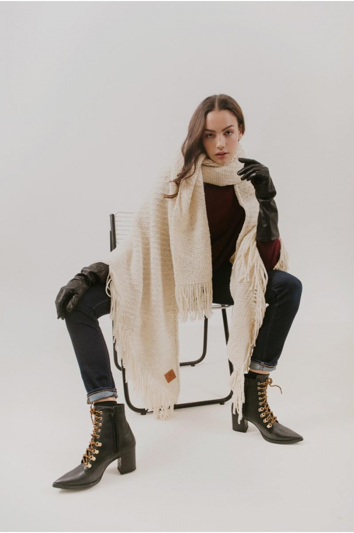 Huella Fringed Wrap in Off-White