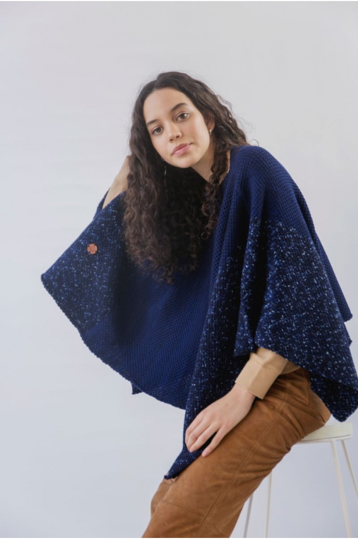 Poncho Temperanza in Blue