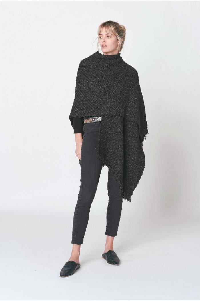 Huella Poncho in Black